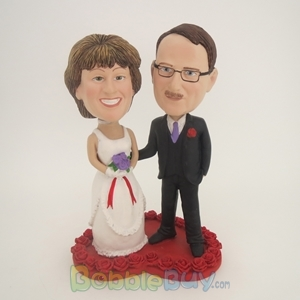 Picture of Bride And Groom On Heart Bobblehead