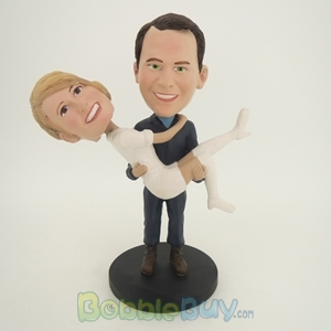 Picture of Man Holding Woman Bobblehead